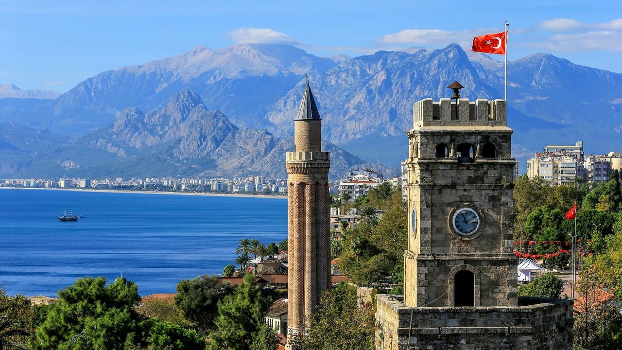 أنطاليا التركية تستهدف 14 مليون سائح في 2018