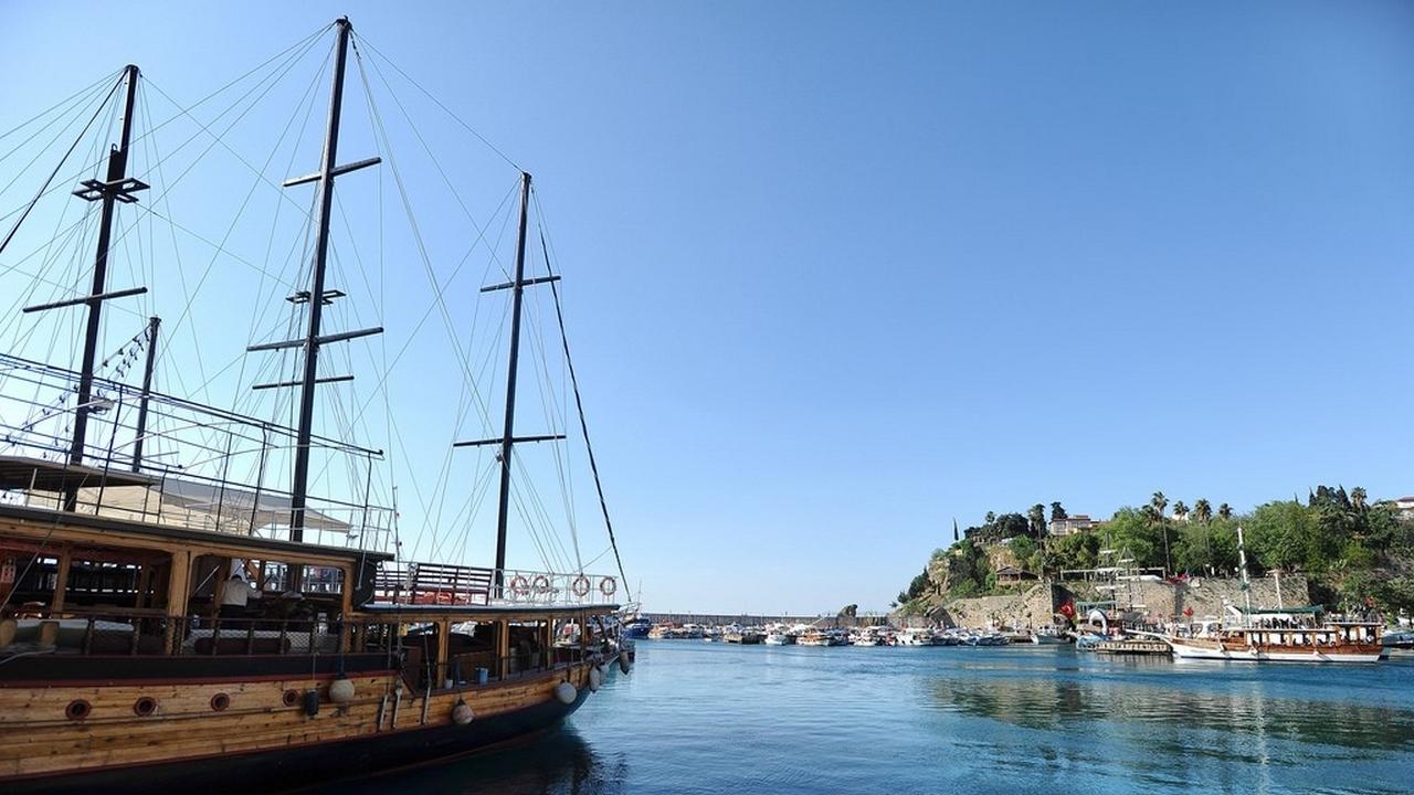 ولاية أنطاليا تواصل تصدرها لقائمة الولايات السياحية في تركيا