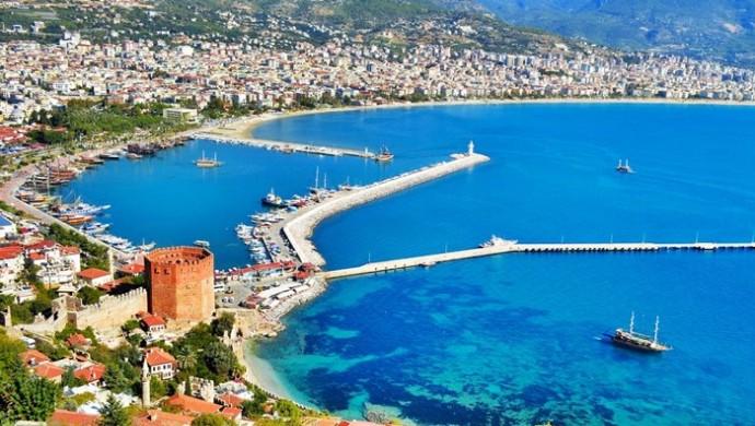 """""""ألانيا"""".. وجهة تركية ساحرة يستوطنها السياح"""