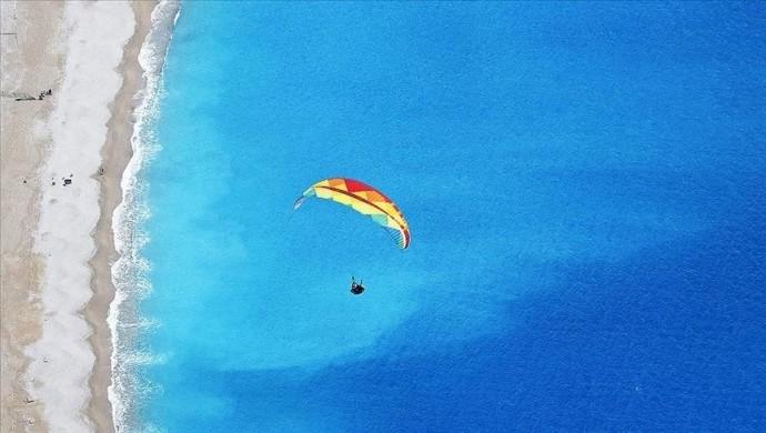 مدينة فتحية التركية تستكمل استعداداتها للتحليق المظلي فوق البحر الميّت