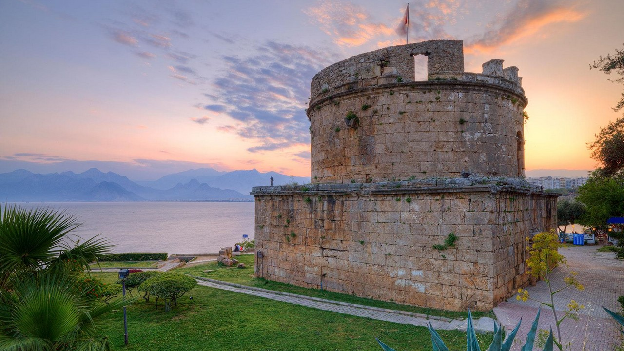 إحد المعالم الأثرية في أنطاليا