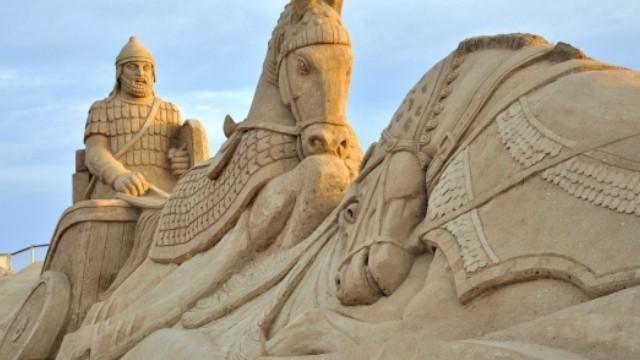 """مهرجان الرمال الدولي تحت شعار """"عجائب وأساطير العالم"""